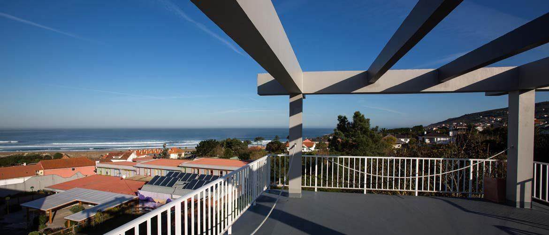 Blick von der Dachterrasse mit Ausblick auf den Strand und das Meer